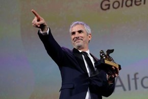 Venice: Alfonso Cuaron Wins Golden Lion for 'Roma'